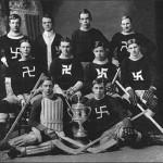 Team de Hockey utilisant des svastikas, 1910.